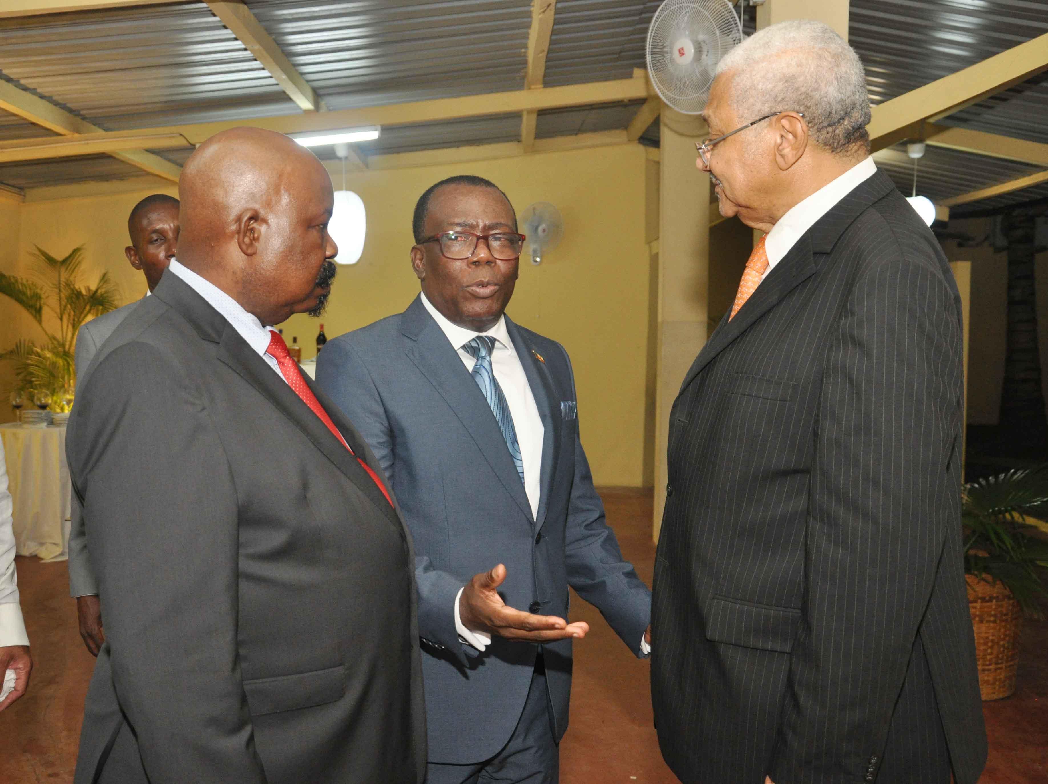 81fc0ef979c Recpção de boas vindas do Emb. de Angola oferecido por Emb. Decano da Guinê  Equatorial em 16-05-2018 (7)